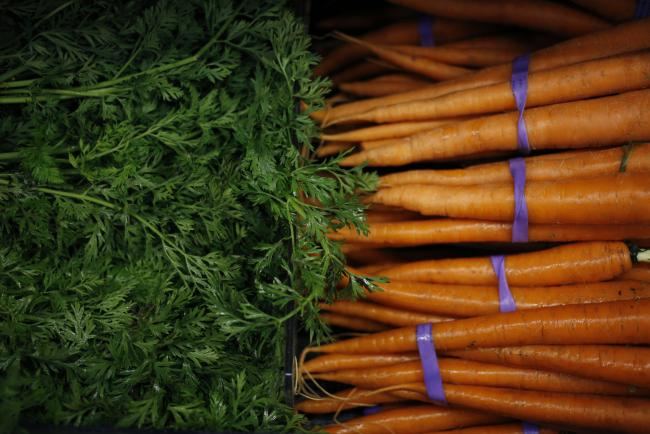 © Bloomberg. Carrots are displayed for sale inside a Kroger Co. grocery store in Louisville, Kentucky, U.S., on Wednesday, June 14, 2017. Kroger Co. is scheduled to release earnings on June 15.