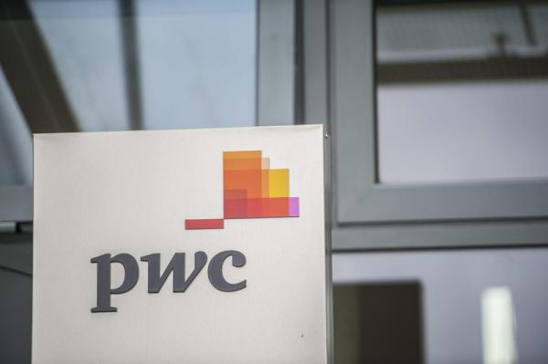 © Reuters.  UK accountants face possible ban on consultancy work