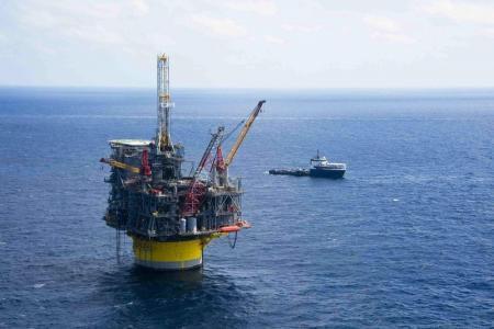El petróleo sigue al alza; Arabia Saudí asegura la ampliación de las reducciones