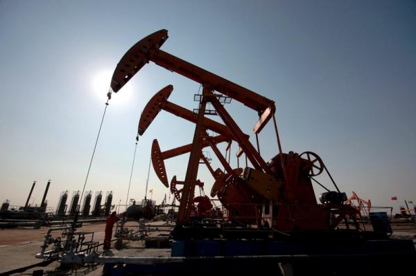 VEGOILS-Palm slips from 4-mth high on weaker crude oil, profit booking