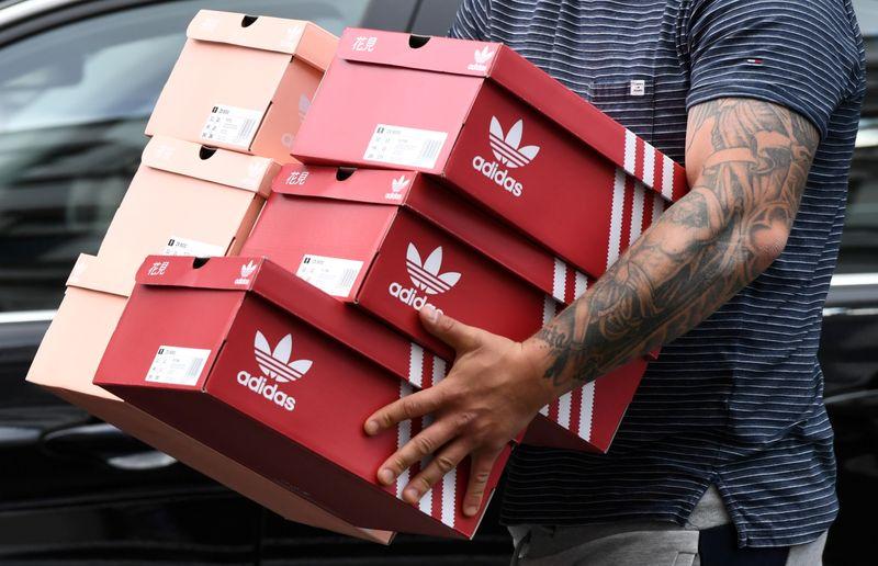 Insider - Adidas erwartet unverbindliche Gebote für Reebok Von Reuters