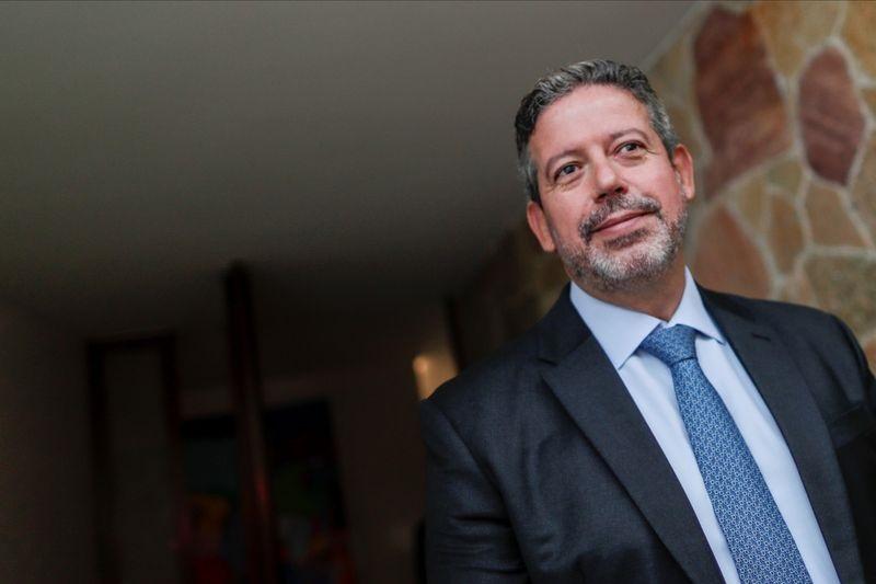 Reforma tributária deve ser fatiada em 3 ou 4 projetos, diz Lira