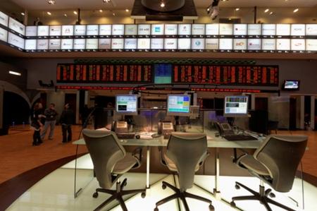 BOVESPA-À espera de pacote de estímulo nos EUA, investidor volta às compras e índice sobe