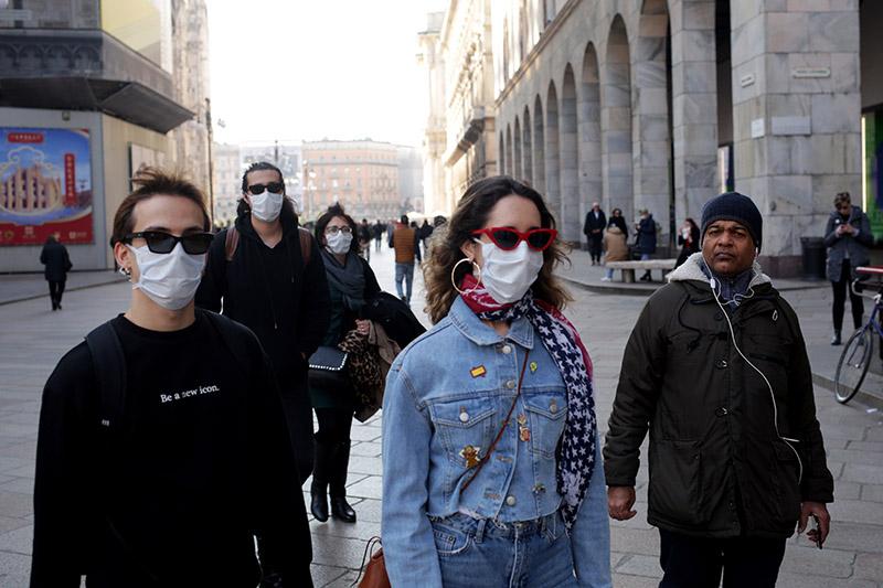 İngiltere'de koronavirüs yasakları gevşetiliyor, okullar 8 Mart'ta yeniden açılacak