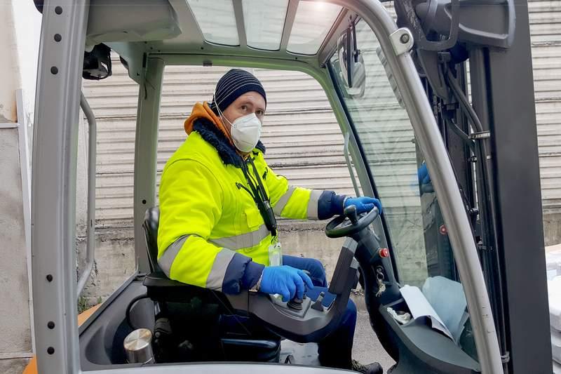 Использованные маски и перчатки стали проблемой для экологии