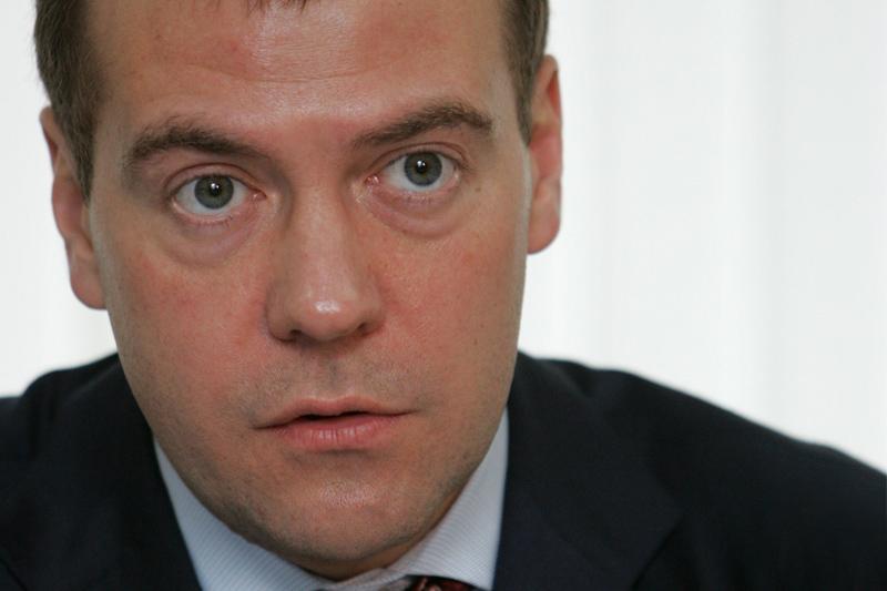 Медведев поручил увязать вознаграждение топ-менеджеров госкомпаний с эффективностью