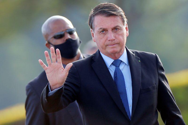Bolsonaro promete MP isentando consumidores do Amapá de conta de luz