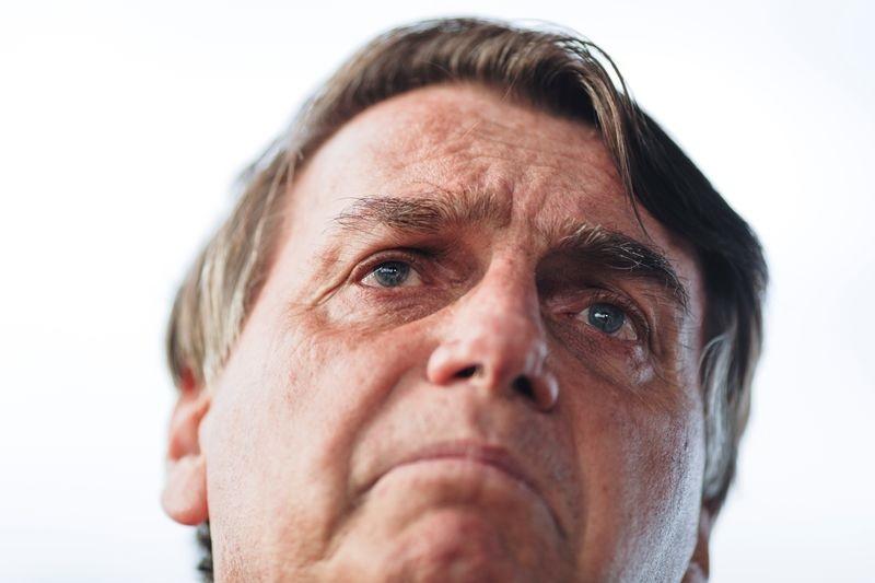 Comitiva de Bolsonaro foi recebida com protesto e ovo no leilão da Cedae