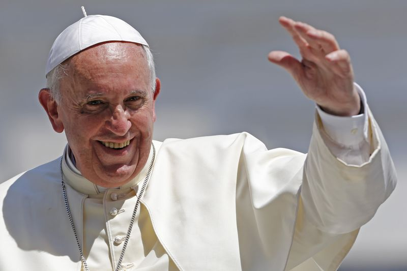 Pope lands in Bangladesh, to meet Rohingya group on Friday