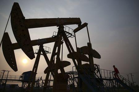原油亚盘:库存意外增加拖累油价回落 拜登能源政策成远期焦点