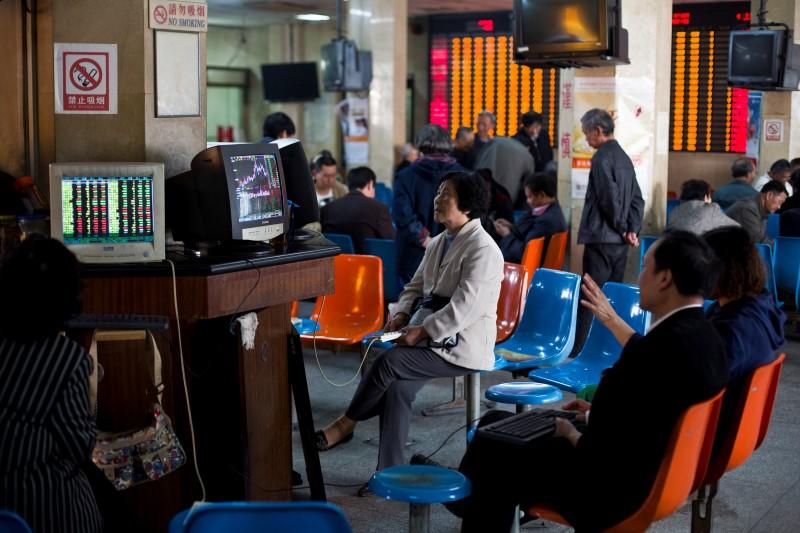 © Reuters.  Рынок акций  Китая закрылся падением, Shanghai Composite снизился на 1,68%