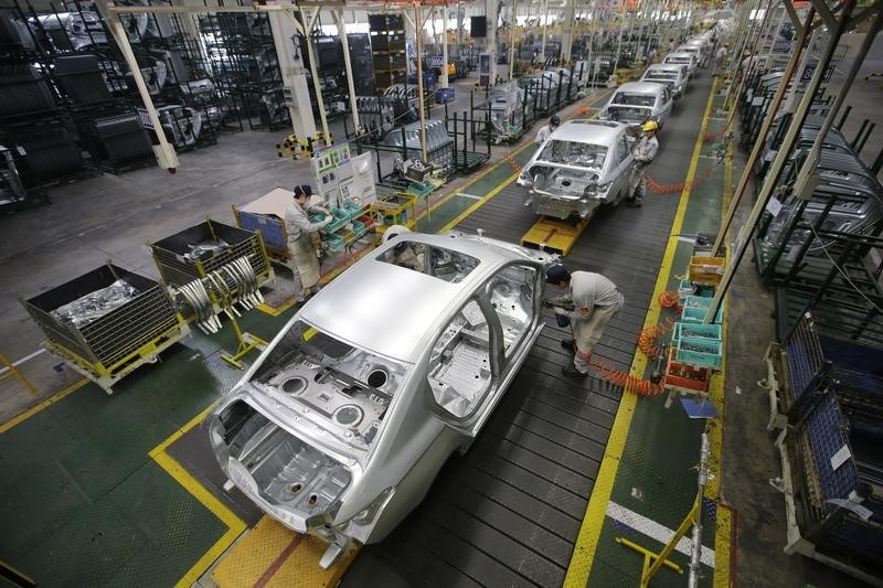 © Reuters.  U.S. ISM manufacturing PMI falls to lowest since 2009