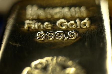 ราคาทองคำยังคงอยู่ในระดับใกล้เคียงกับระดับสูงสุดในรอบสองสัปดาห์ครึ่ง