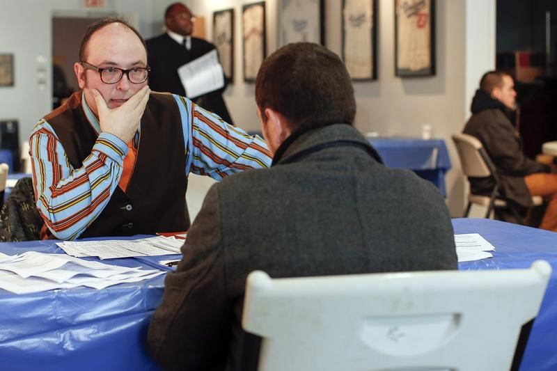 U.S, Labor Market Slows Further as Initial Jobless Claims Hit 885,000