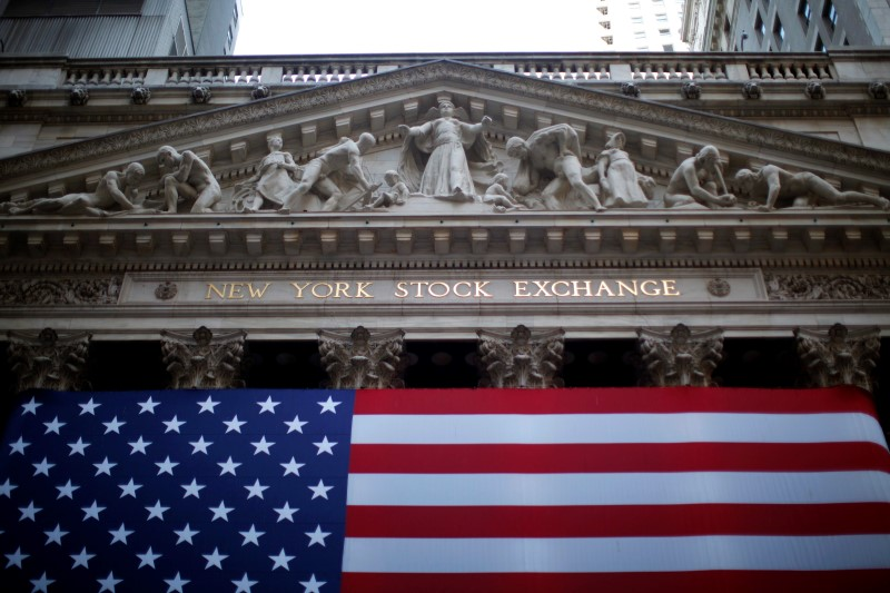 © Reuters.  U.S. stocks lower at close of trade; Dow Jones Industrial Average down 1.27%