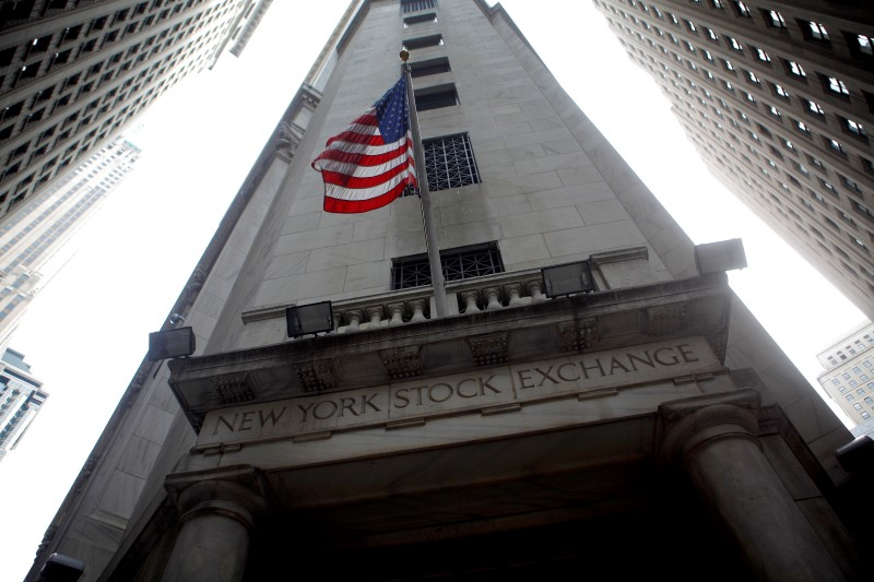 © Reuters.  U.S. stocks lower at close of trade; Dow Jones Industrial Average down 0.13%