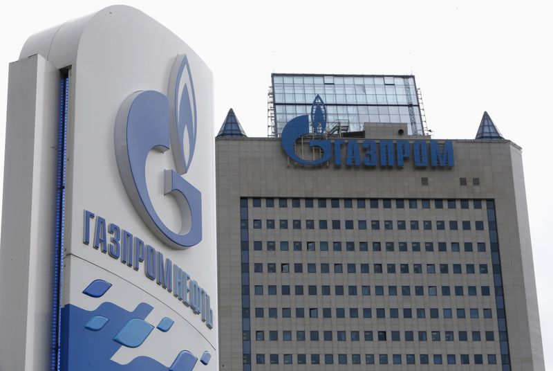 "© Reuters.  ""Газпром"" может сократить инвестпрограмму 2020 года до 922 млрд руб."