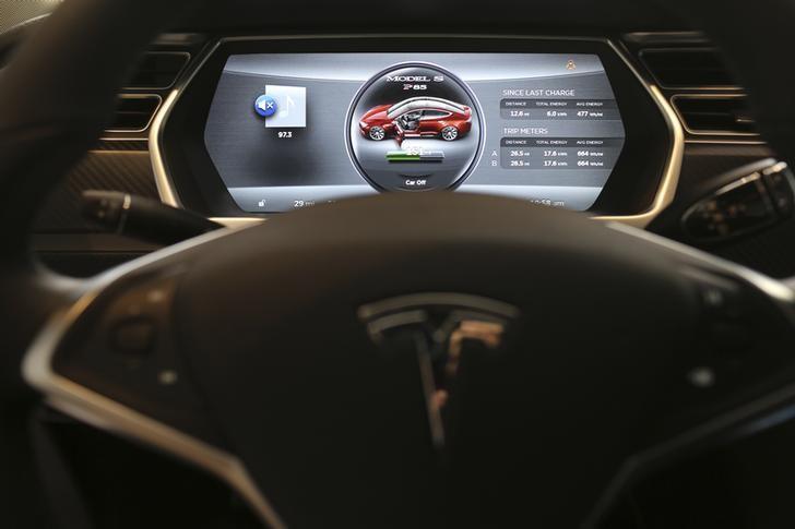 © Reuters.  Tesla Earnings, Revenue Beat in Q3