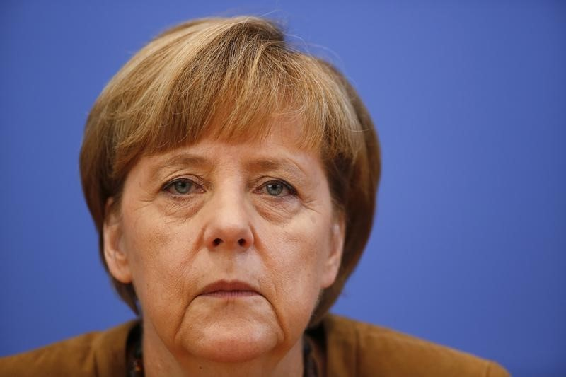 © Reuters.  End of era beckons as Merkel says will not stand again as chancellor