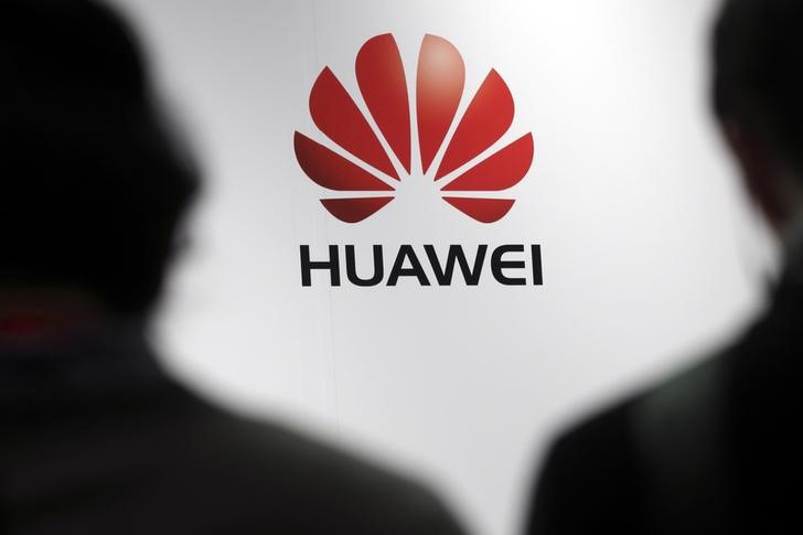 © Reuters.  США официально обвинили Huawei в краже технологий