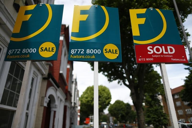 © Reuters.  U.K. House Prices Climb Most Since 2016 Ahead of New Lockdown