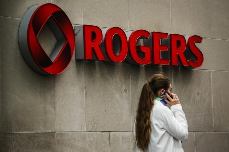 BRIEF-Rogers Communications Announces Reciprocal Agreement With AT&amp