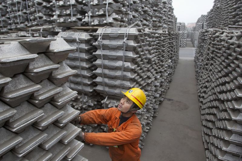© Reuters.  Алюминий дорожает на планах приостановки ряда проектов в Китае