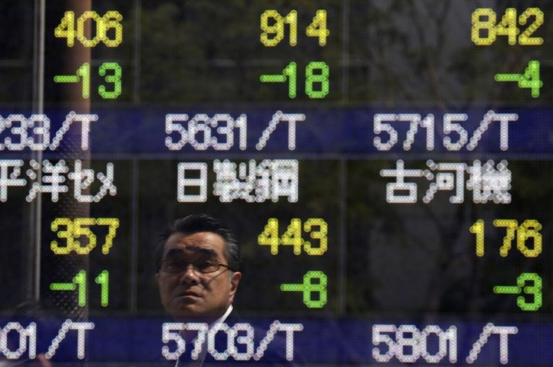 © Reuters.  Asian equities extended their losses in afternoon trade