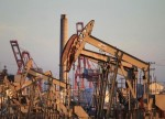 U.S. drillers cut oil rigs for second week in three - Baker Hughes