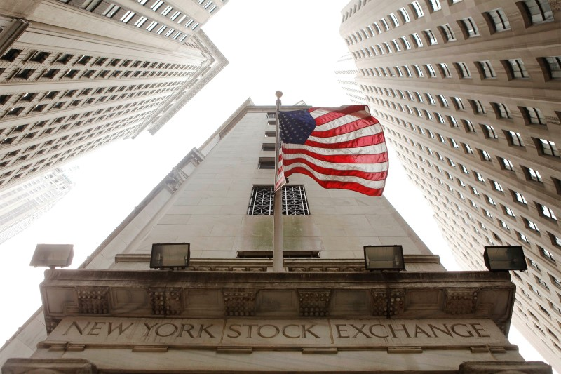 © Reuters.  U.S. stocks lower at close of trade; Dow Jones Industrial Average down 1.59%