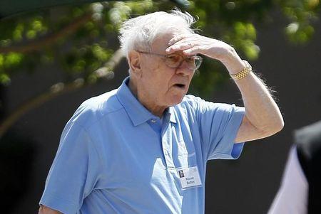 Warren Buffett pun Akhirnya Bekerja Dari Rumah Akibat Covid-19