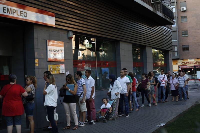 © Reuters.  La contratación se moderará al 2 % en el segundo trimestre, según ManpowerGroup