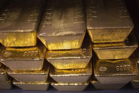 Gold Prices Flat as Dollar Struggles for Direction