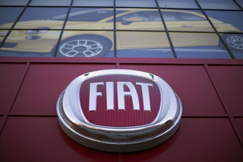 © Reuters.  Fiat ritira 1,6 milioni di veicoli per airbag difettosi. Titolo ancora positivo