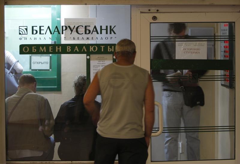 © Reuters.  S&P ухудшило прогноз по рейтингам Белоруссии