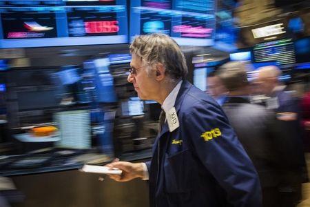 BOLSA EUA-Tabaco e tecnologia pressionam Wall Street; rendimentos impulsionam bancos