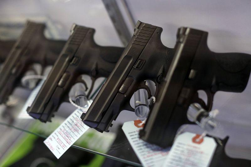 © Reuters.  Taurus inverte e passa a cair mais de 3% após assinatura decreto da posse de armas