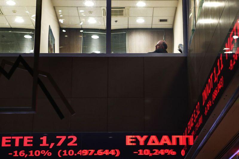 © Reuters.  מדדי המניות ביוון ירדו בנעילת המסחר; מדד Athens General Composite השיל 0.38%