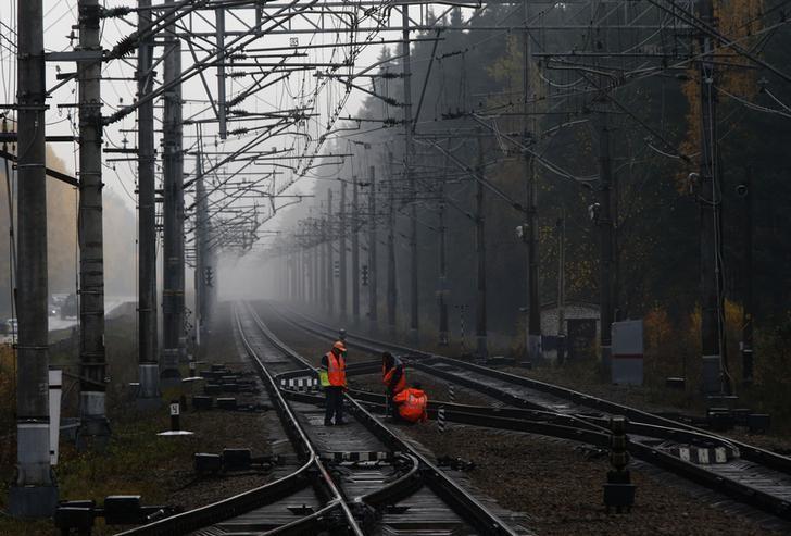 Глава РЖД предложил подумать о снижении конкуренции между видами транспорта
