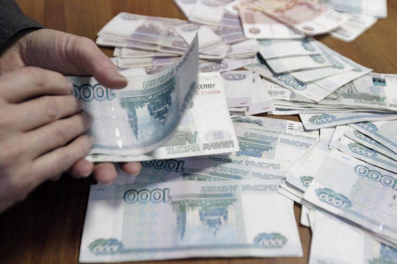 © Reuters.  В 3-х месячной перспективе россияне прогнозируют 68 руб. за доллар - опрос