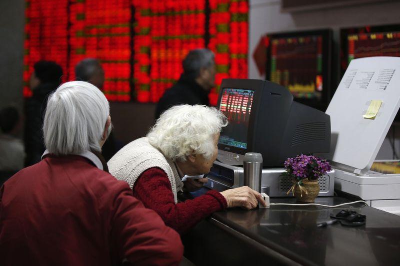 © Reuters.  美國股市:收高,因蘋果引領科技股走強且貿易憂慮緩和