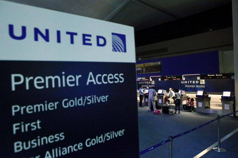 © Reuters.  United Airlines Holdings Earnings, Revenue Beat in Q4