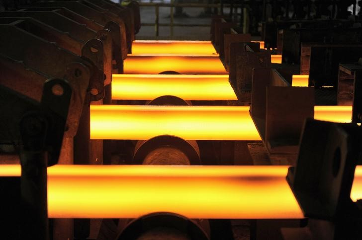 Chinese steel, iron ore futures sag as trade war rages