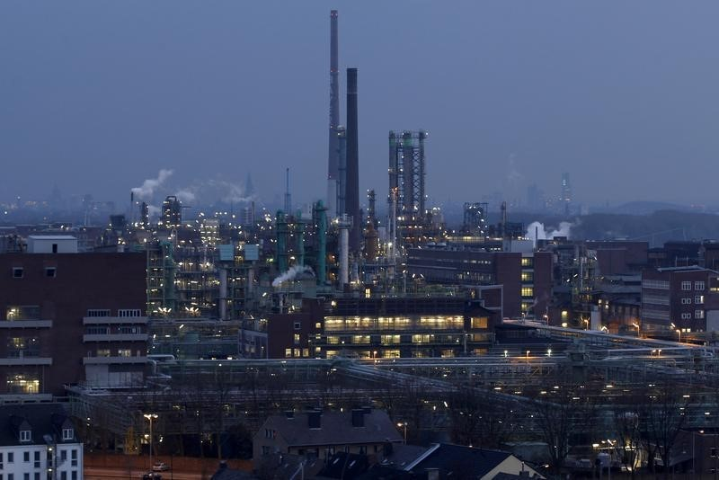 © Reuters.  Промпроизводство в еврозоне в апреле упало на 0,9%, в странах ЕС - на 0,8%