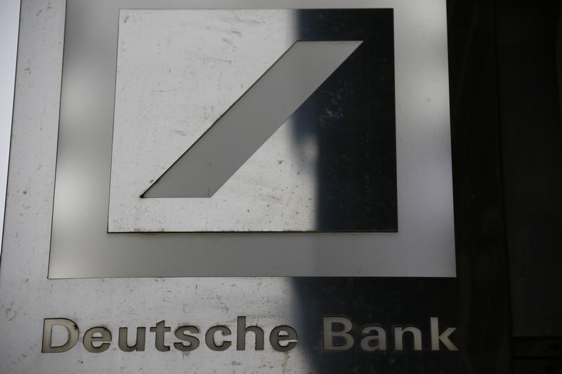 © Reuters.  Chefe do Deutsche Bank descarta especulação de que banco será comprado
