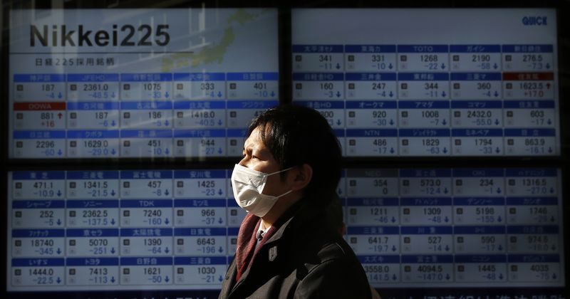 © Reuters.  Asian shares weaker