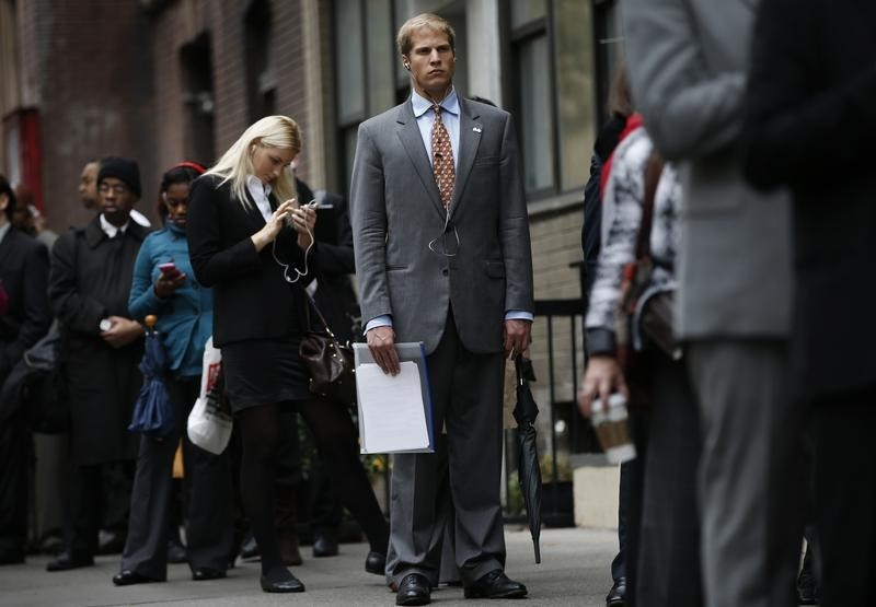 © Reuters.  U.S. jobless claims fall to 271,000 last week