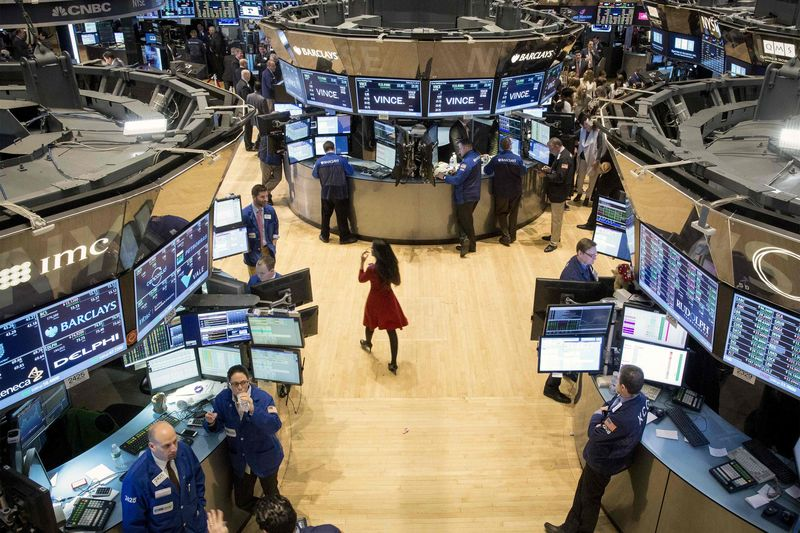 © Reuters.  U.S.futures inched forward on Wednesday.