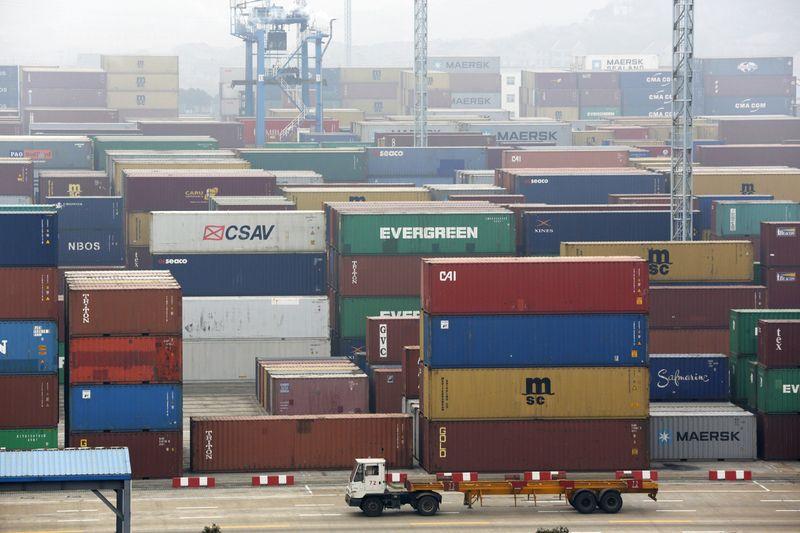 © Reuters.  Empresa suíça começa a limpar águas da Holanda após perda de contêineres