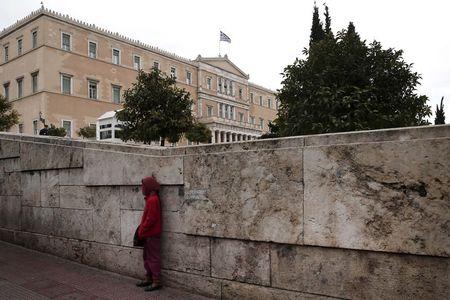Η Ελλάδα σχεδιάζει την πρόσληψη της Lazard ως σύμβουλο για το χρέος